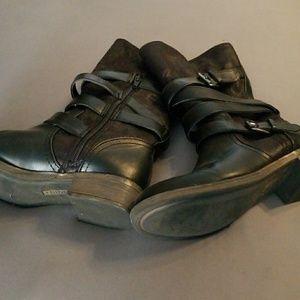 Women's size 6 mid calf boot, black